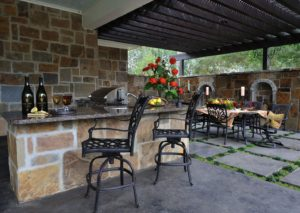 outdoor kitchen - swimming pool in builders san antonio